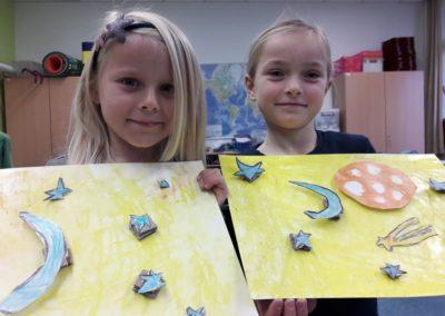 Zwischendurch haben Lilli und Leni ihren eigenen 3D-Himmel gebastelt.