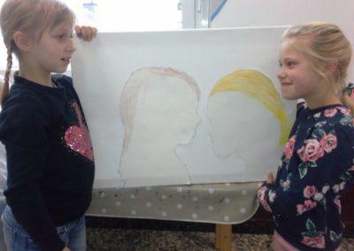 036 Könnt ihr Anna und Pia erkennen?