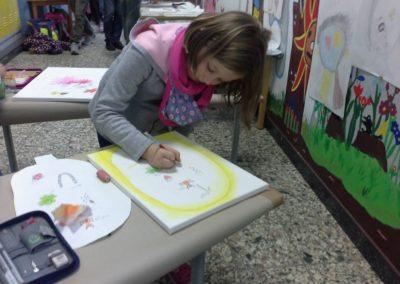 Pia zeichnet ihre Gefühle in ihren Kopf.