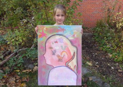 """Das ist Lotta mit ihrem Kunstwerk """"Mein Sternenbild""""."""