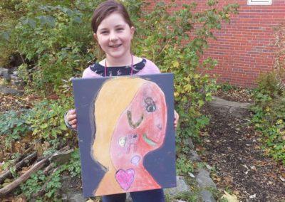 Das ist Lilian mit Marthas Kunstwerk.