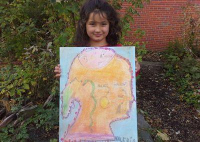 """Das ist Valeria mit ihrem Kunstwerk """"Valerias Welt""""."""