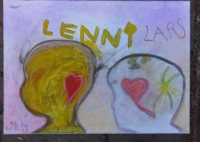 """126 Lars sagt: """"Ich habe ein Herz und eine Sonne gemalt, weil ich Liebe und Fröhlichkeit im Kopf habe."""""""