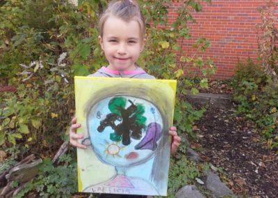 "Das ist Laeticia mit ihrem Kunstwerk ""Naturgefühle""."