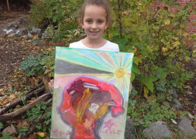 """Das ist Joelle mit ihrem Kunstwerk """"Sunshine""""."""